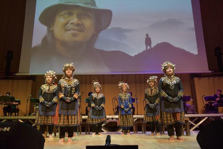 金曲音樂人雲集查馬克追思音樂會舞台 泰武古謠傳唱領銜歌詠老師氣氛溫馨催淚