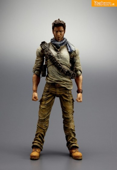Uncharted-3-Nathan-Drake-Play-Arts-itakon.it
