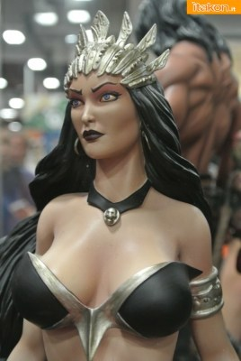 ARH Studios: Queen of Vampires 1/4 scala Statua