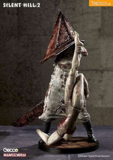 Silent Hill 2: Pyramid Head - Mannequin ver. 1/6 di Gecco in preordine