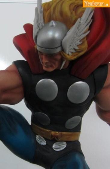 Marvel Comics: Thor Strike Down statue di Bowen Designs - Prime foto live