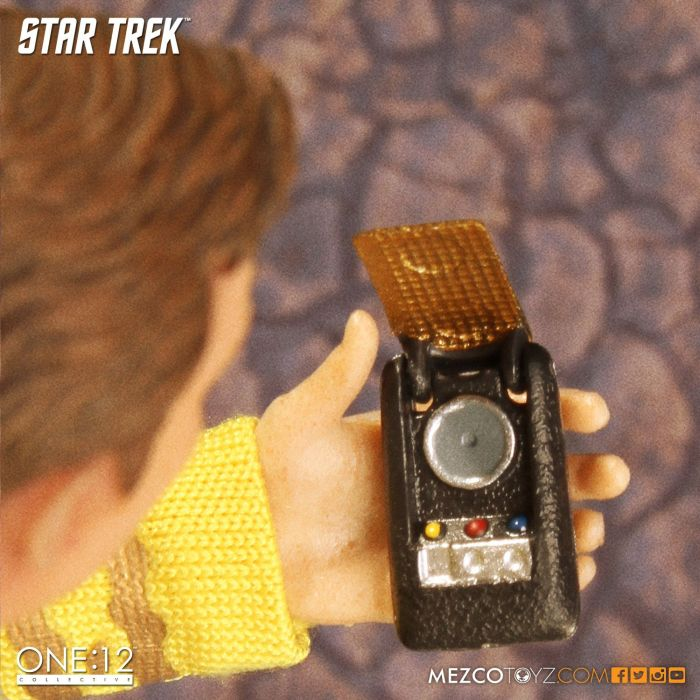 Mezco-Star-Trek-One12-Captain-Kirk-007
