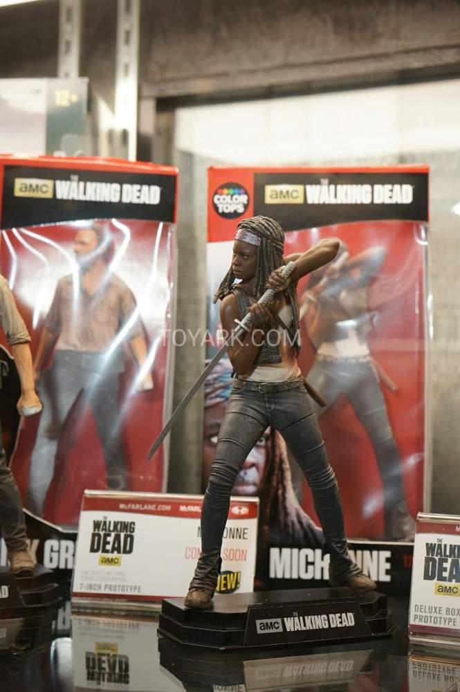 TF-2016-McFarlane-Walking-Dead-043