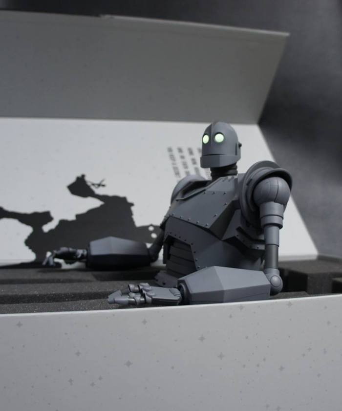 The IRON GIANT Mondo pics 04