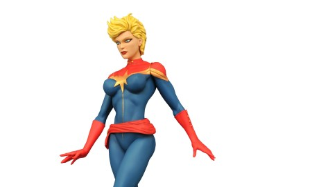 Captain-Marvel-Statue-004