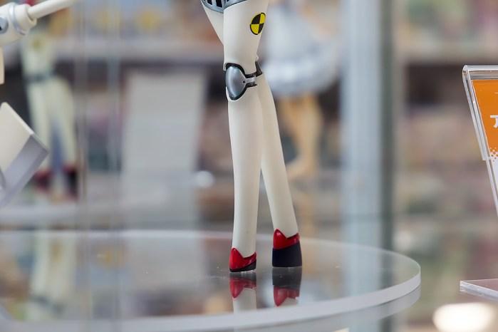 QuesQ Labrys prototype Persona pics 05