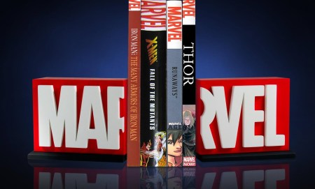 Marvel-Logo-Bookends-004