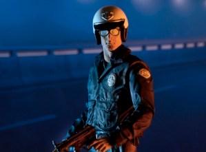 NECA-T2-Motorcycle-Cop-T1000-Ult-002