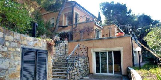Дом в Лигурии с видом на море