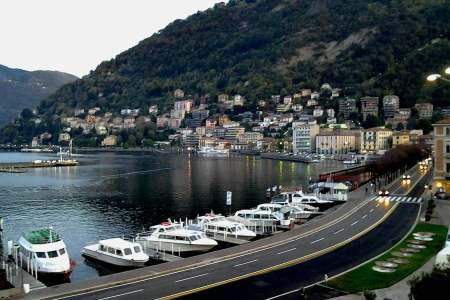 un viaggio oltreconfine con il FAI - la vista magnifica del lago di Como dalla piazza principale