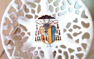 una delle ceramiche bianche di Faenza