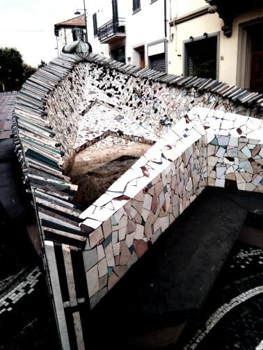originale fontana a mo' di nave del centro di Montelupo