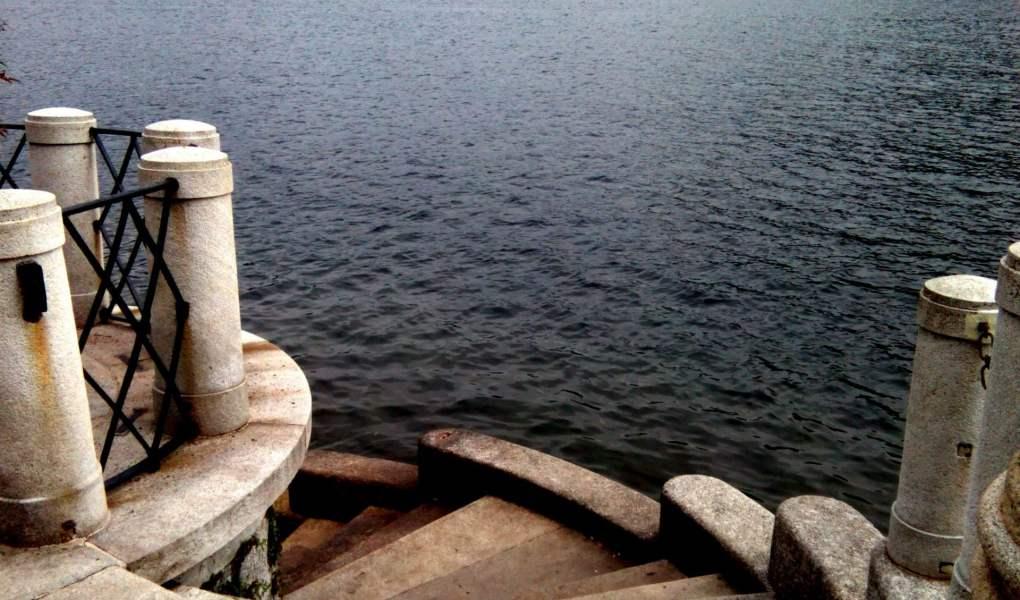 scalinata sul bellissimo lago di Como