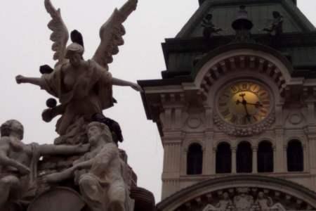 La torre di Piazza Unità d'Italia, simbolo di Trieste