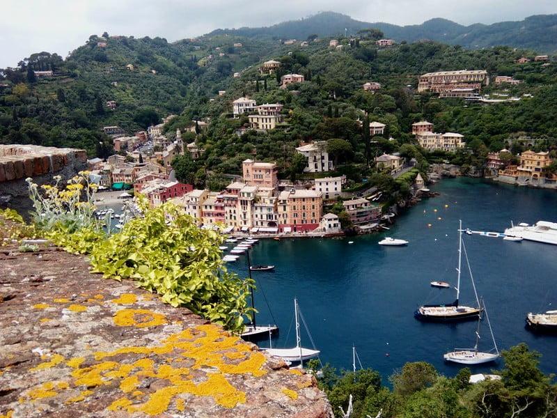 Veduta spettacolare della baia di Portofino dal Castello di Brown