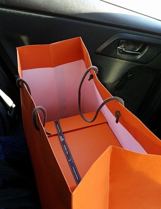 エルメスパリ左岸店で購入したピコタンエトゥープの入ったオレンジボックス