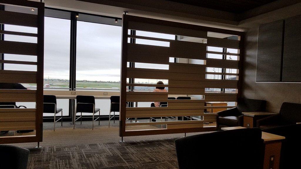オヘア空港のフラッグシップラウンジから見た眺め