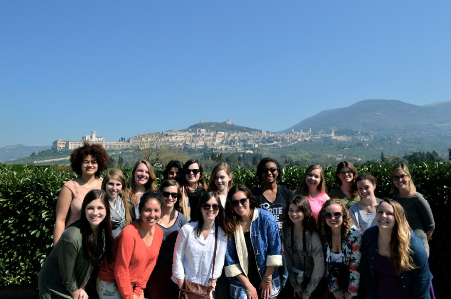 Group photo in front of Assisi!