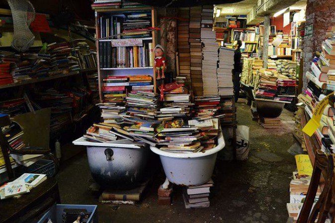 libreria-acqua-alta-venezia-vasche-libri