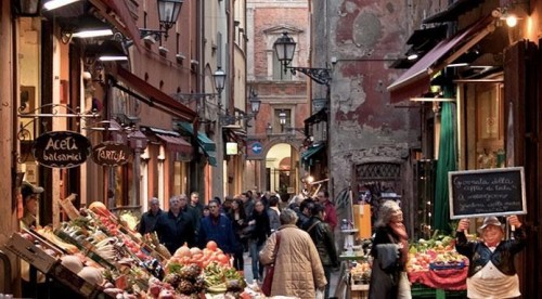 Bologna, il Mercato di Mezzo. Foto da qui.