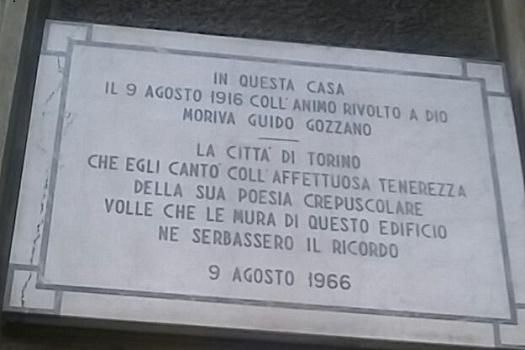Мемориальная доска на доме в Турине, где умер Гоццано