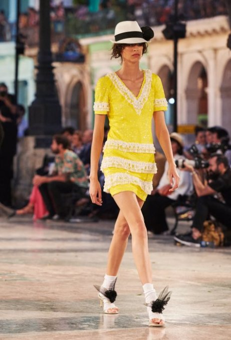 09_cruise-2016-17-collection-show-pictures-by-olivier-saillant-look-86