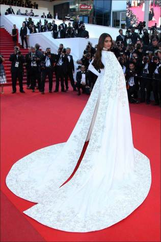 Cannes : Actress Sonam Kapoor poses for photographers upon arrival at the screening of the film Mal De Pierres at the 69th international film festival, Cannes, southern France, Sunday, May 15, 2016. AP/PTI(AP5_15_2016_000190B)