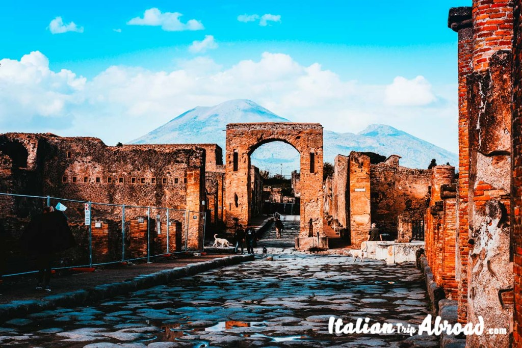 pompeii ruins napoli itinerary in 2 days