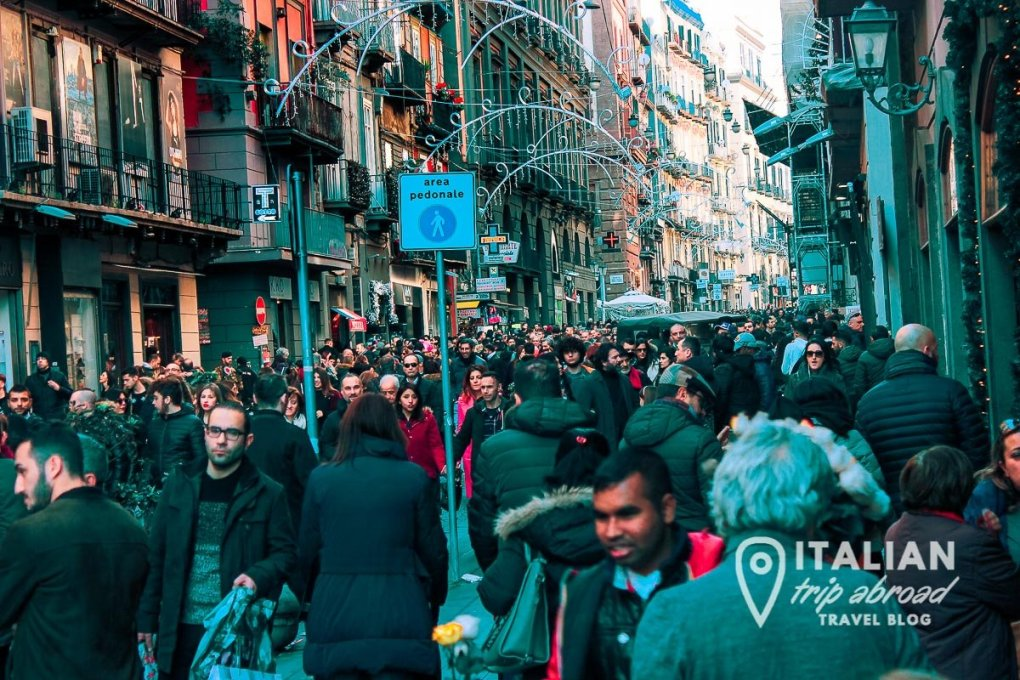 Via Chiaia is one of the most buzzing part of Naples during christmas time