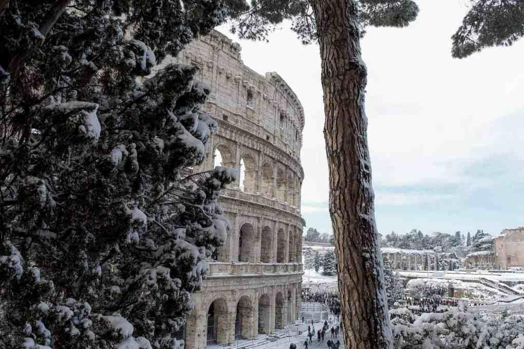 Iceski in Rome - Rare snow photo of the Coloseeum
