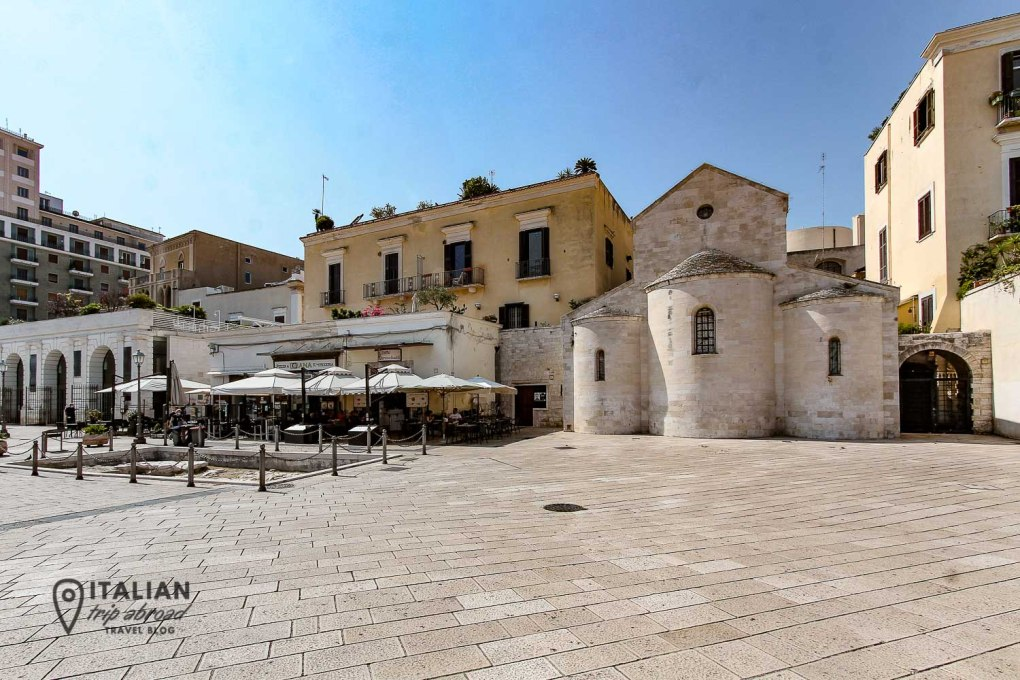Bari Things to do - Hang out with locals in Piazza Mercantile
