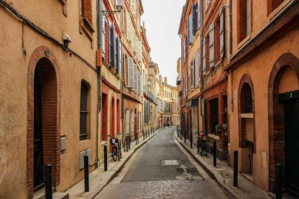 Narrow streets of Toulouse - La Ville en Rose of France