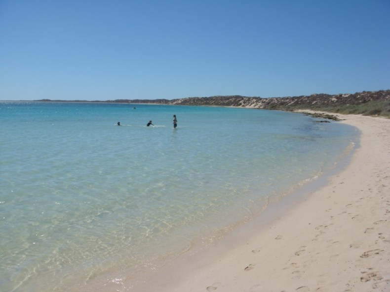 thumbnail_Australia_coral_bay_looking_north