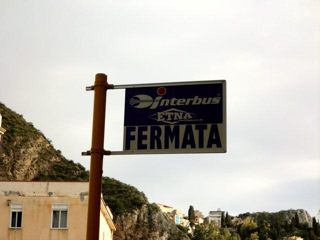 タオルミーナ駅のバス停