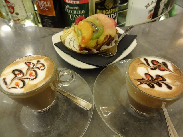 バールのコーヒーアート