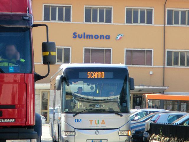 スカンノ行きのバス