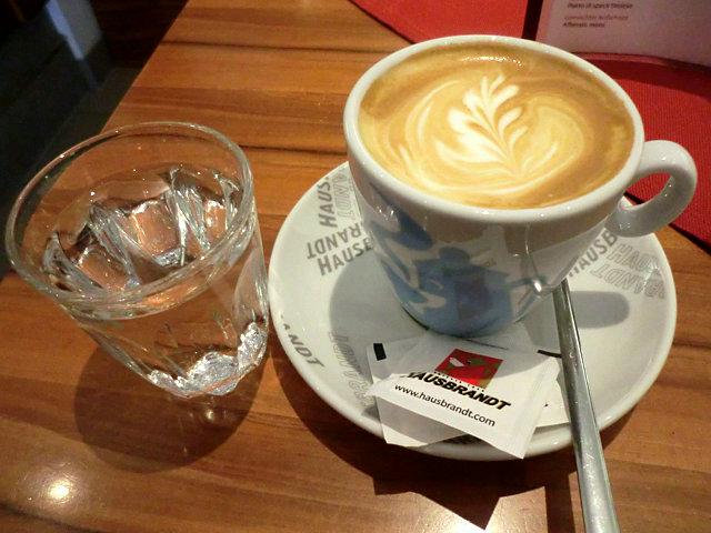 ブレッサノーネのカフェ