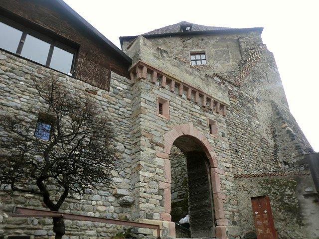 チロル城入口