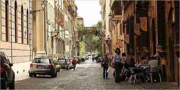 Walking Via Giulia