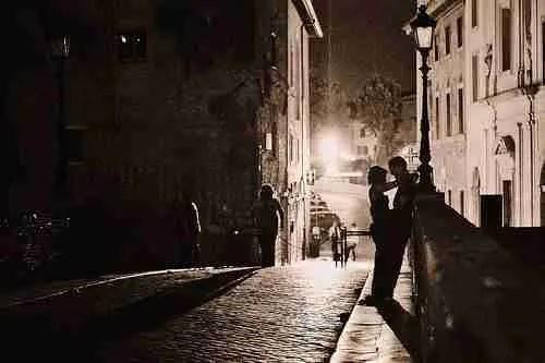 Lovers on a Roman sidewalk