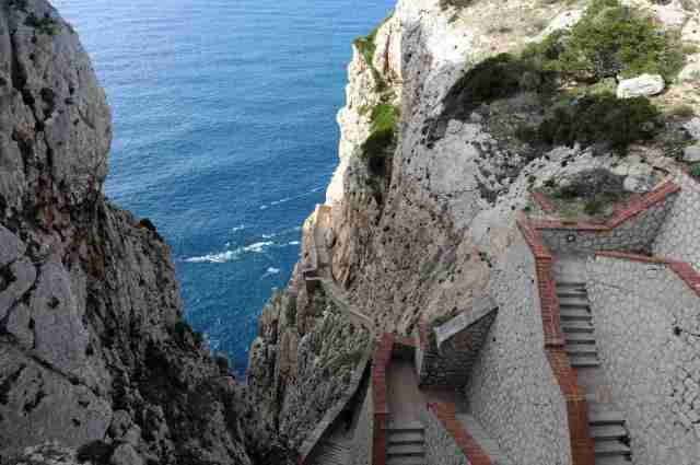 Staircase leading to the Grotta di Nettuno near Alghero, Sardinia / Photo by Colman Lerner Gerardo for Sardegna Turismo