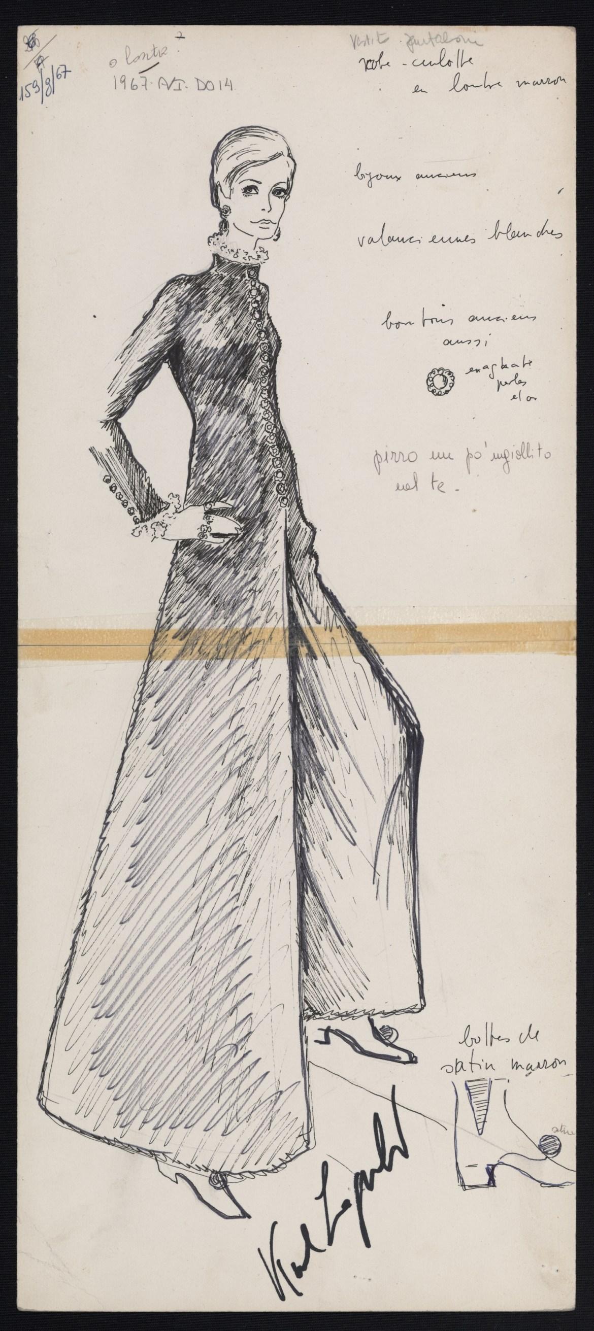 Collezione autunno_inverno 1967-68,Abito pantalone in lapin nero realizzato con lavorazione diagonale simmetrica, impreziosito da bottoni gioiello e chiffon e pizzo su collo e polsi