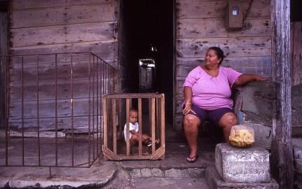 Donna e bambino a Baracoa