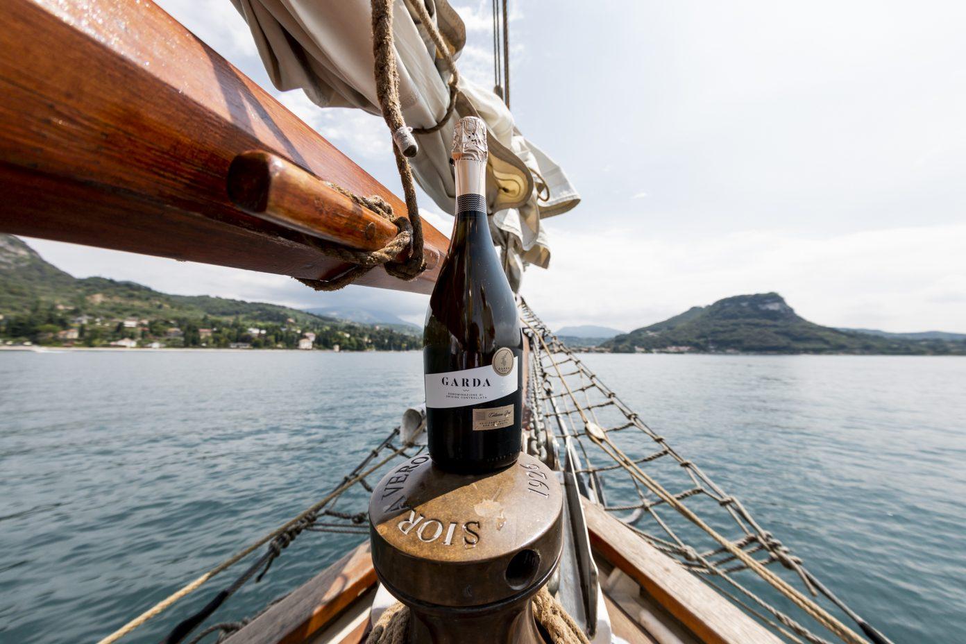 wine-on-sailboat