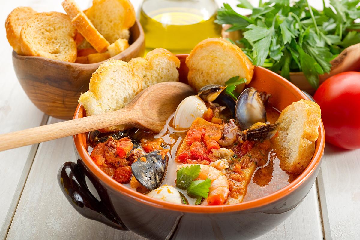 cacciucco-alla-livornese-Tuscan cuisine-Italy4golf