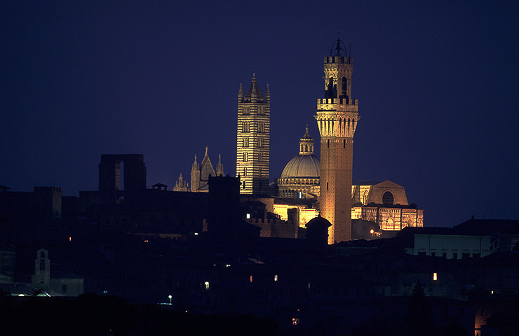 Vista notturna Siena