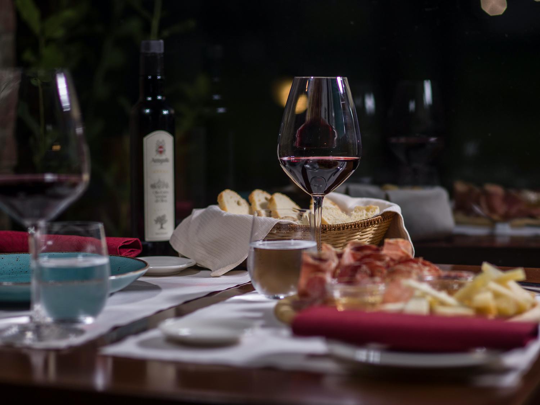 activities-tasting-dinner-food-wine-umbria-experience-italy4golf
