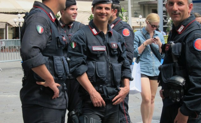 Carabinieri Searching For My Italian Style Italy And Me