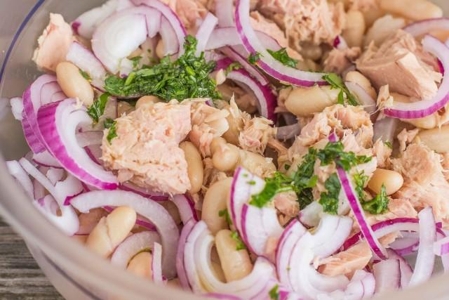 как приготовить Салат из фасоли с тунцом и луком