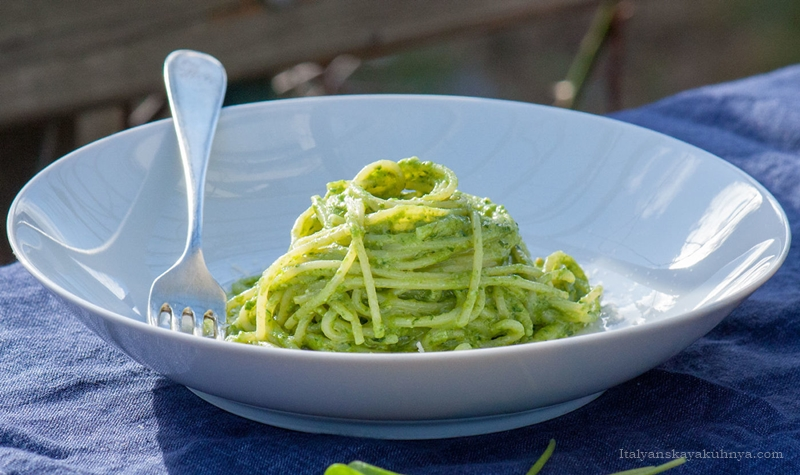 Спагетти с песто из портулака